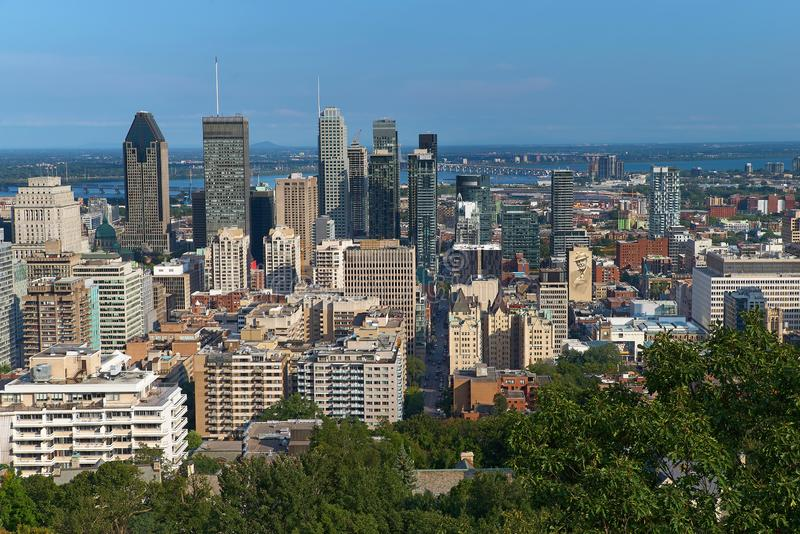 Μόντρεαλ, Κεμπέκ, Καναδάς, την 1η Σεπτεμβρίου 2018: η άποψη της πόλης του Μόντρεαλ στο Κεμπέκ, από το σαλέ du Mont Royal τοποθετε στοκ φωτογραφία με δικαίωμα ελεύθερης χρήσης
