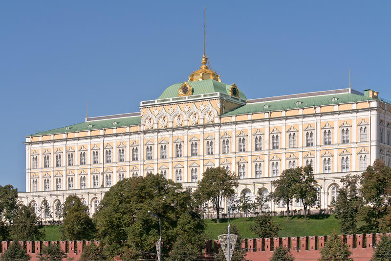 Μόσχα μεγάλο παλάτι του Κρεμλίνου πρόσοψη Κατοικία παρελάσεων του presid στοκ εικόνα με δικαίωμα ελεύθερης χρήσης