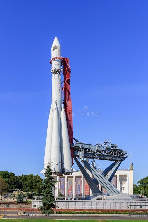 Μόσχα, Ρωσία - 1 Αυγούστου 2018: Συμπληρωματικός πύραυλος Vostok στην έκθεση των επιτευγμάτων της εθνικής οικονομίας VDNH στη Μόσ στοκ εικόνες
