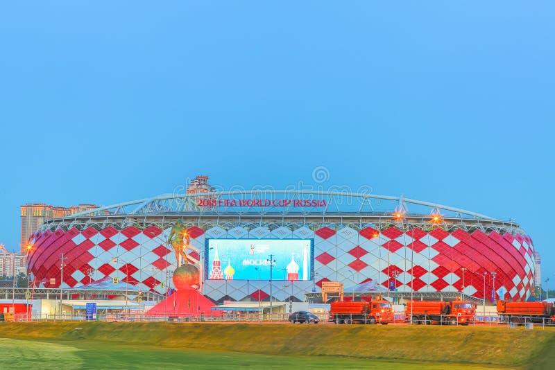 Μόσχα, Ρωσία - τον Ιούνιο του 2018: Άποψη της εισόδου του χώρου Otkrytie το βράδυ Εγχώριο στάδιο της ομάδας ποδοσφαίρου Spartak F στοκ εικόνες