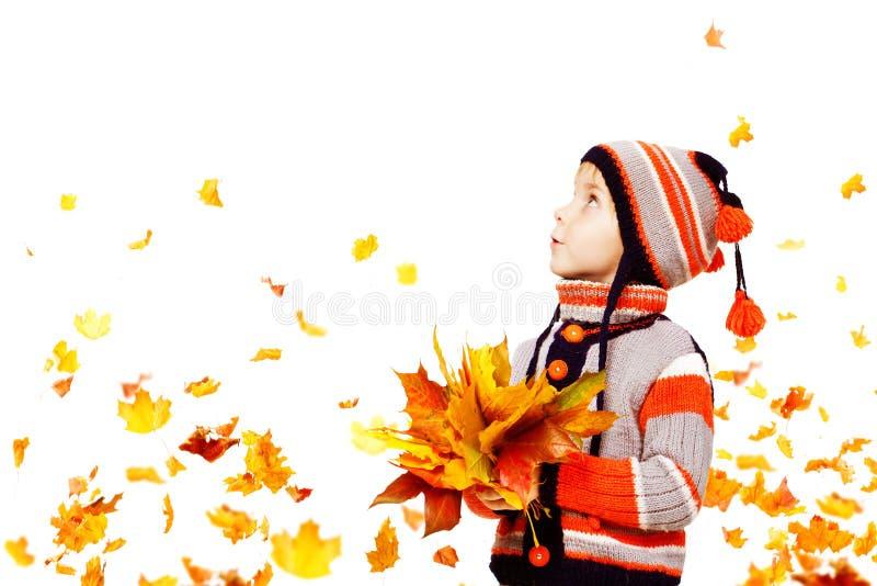 Μόδα φθινοπώρου παιδιών, πλεκτός ιματισμός σακακιών καπέλων παιδιών αγόρι στοκ εικόνα
