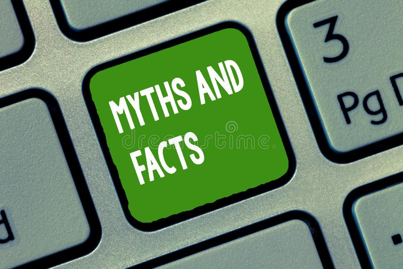 Μύθοι και γεγονότα κειμένων γραφής Έννοια που σημαίνει τη Oppositive έννοια για τη σύγχρονη και αρχαία περίοδο στοκ φωτογραφία