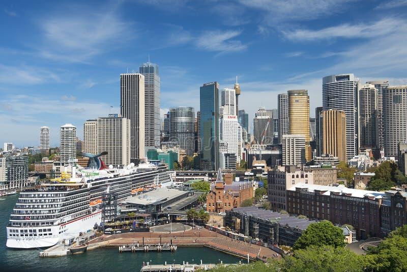 Μύθος καρναβαλιού σκαφών της γραμμής κρουαζιέρας που σταθμεύουν στο λιμάνι του Σίδνεϊ, Σίδνεϊ, Αυστραλία στοκ φωτογραφία