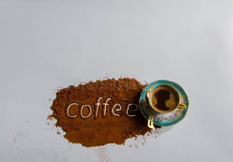 Μύλος καφέ ορείχαλκου παλαιών χεριών στοκ εικόνες