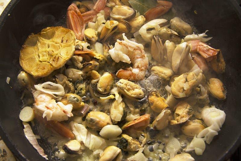 Μύδια με το σκόρδο στοκ φωτογραφία με δικαίωμα ελεύθερης χρήσης