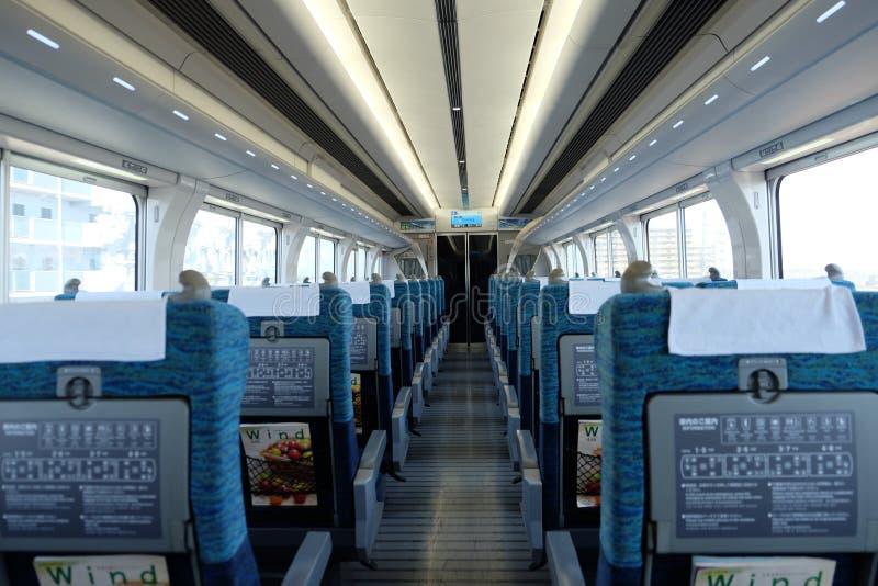 Νάγκουα, Ιαπωνία †«στις 9 Απριλίου 2019: Συνηθισμένα καθίσματα του περιορισμένου σαφούς ιαπωνικού τραίνου στοκ εικόνα με δικαίωμα ελεύθερης χρήσης