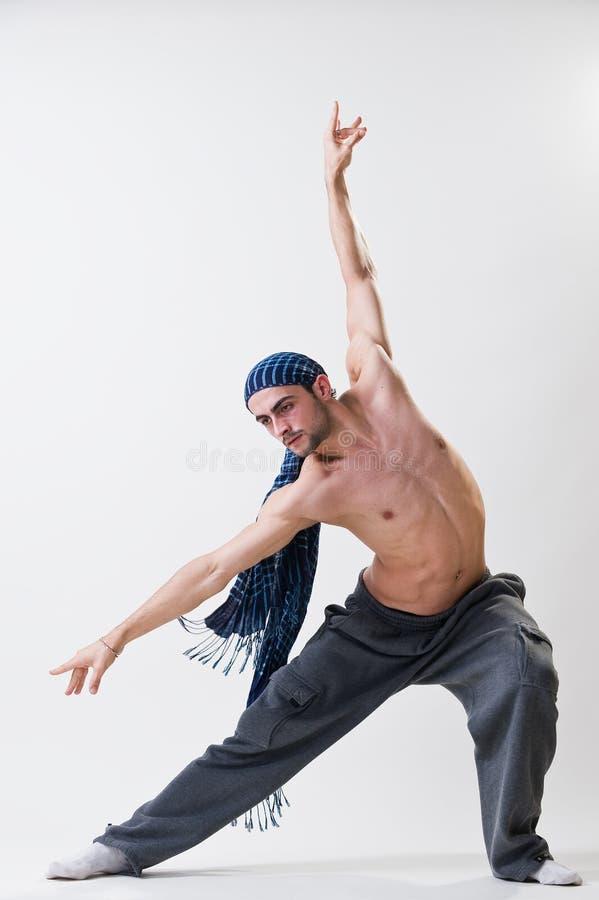 Νέα άσκηση χορευτών στοκ εικόνα με δικαίωμα ελεύθερης χρήσης