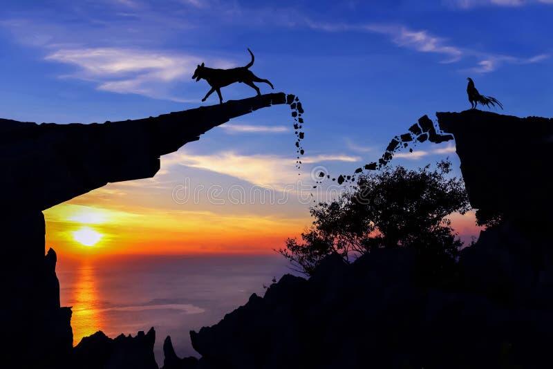 Νέα έννοια έτους 2018 Σκυλί και κόκκορας στη σπασμένη γέφυρα πετρών στοκ φωτογραφίες με δικαίωμα ελεύθερης χρήσης