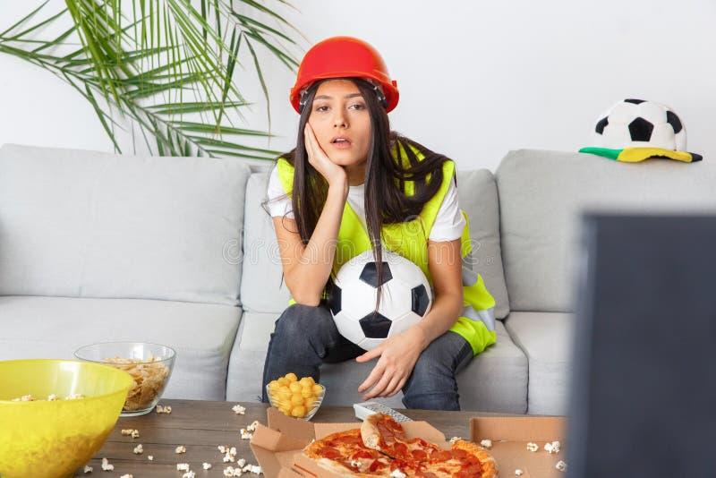 Νέα αντιστοιχία προσοχής οπαδών αθλήματος οικοδόμων γυναικών που τρυπιέται στοκ εικόνες με δικαίωμα ελεύθερης χρήσης