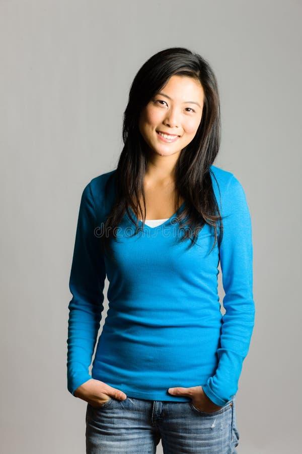 Νέα ασιατική γυναίκα στοκ εικόνες