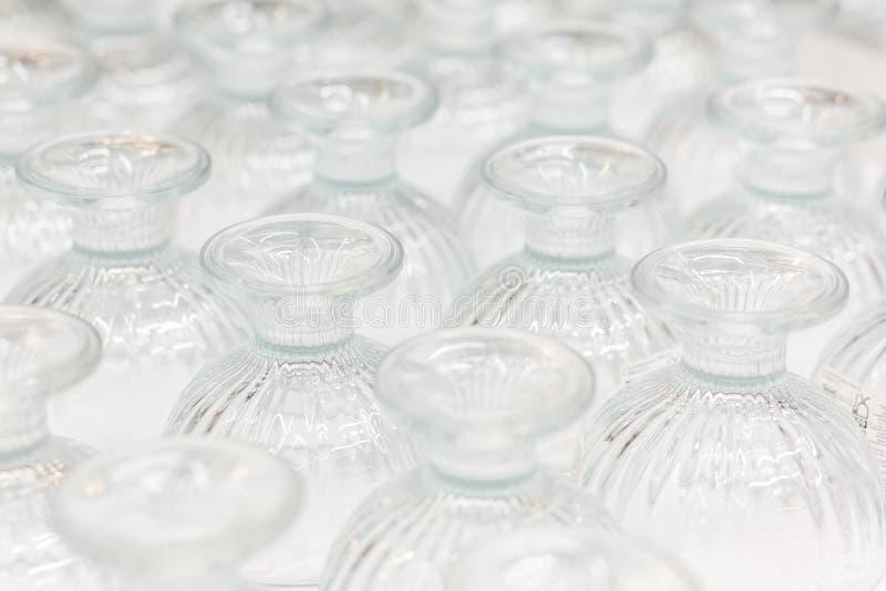 Νέα βάζα γυαλιού στην προθήκη o Υπόβαθρο, σύσταση στοκ εικόνες
