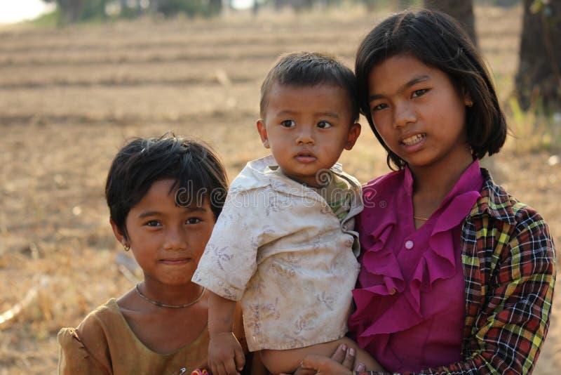 Νέα βιρμανίδα οικογένεια Αδελφός και αδελφές στοκ φωτογραφία με δικαίωμα ελεύθερης χρήσης