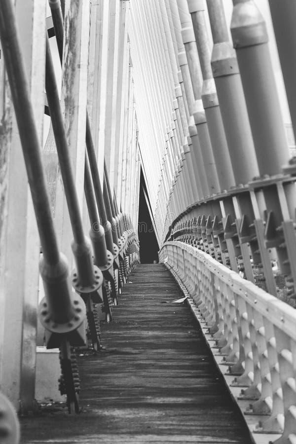 Νέα γέφυρα του Novosibirsk Dahl, η σήραγγα, το κενό, ο τρόπος στοκ φωτογραφία