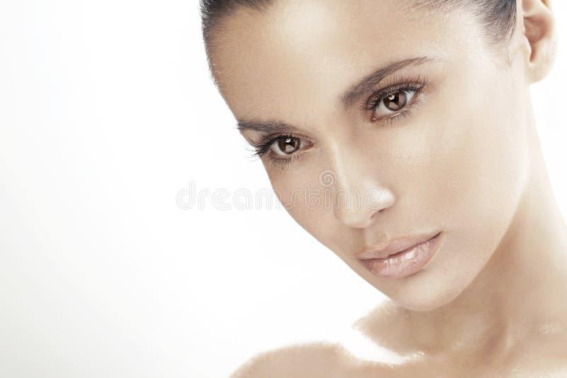 Νέα γυναίκα με τα όμορφα μάτια στοκ εικόνες