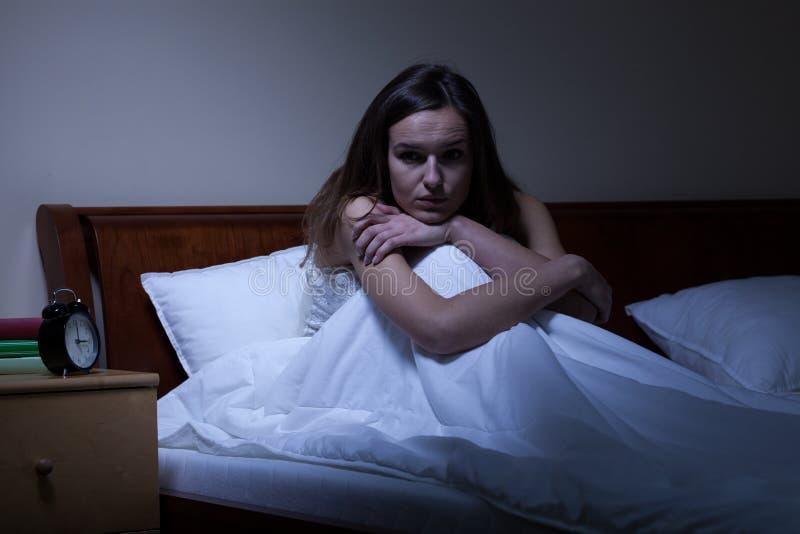 Νέα γυναίκα με την αϋπνία στοκ εικόνα