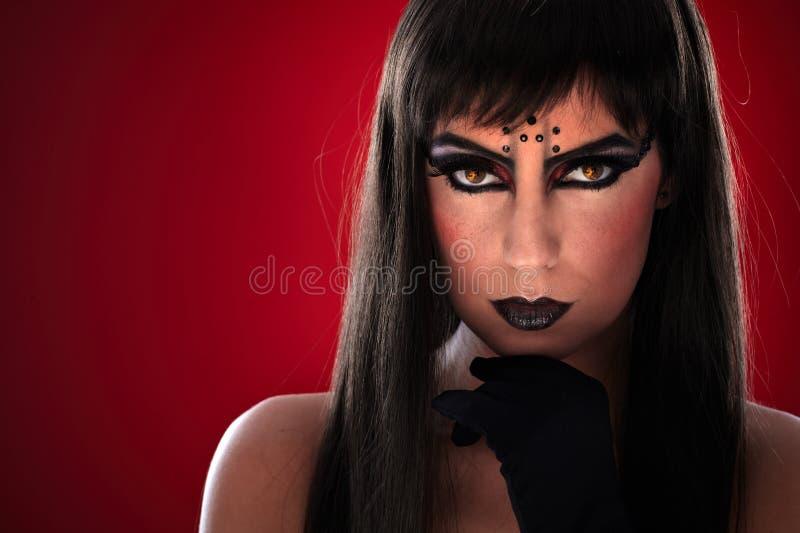 Νέα γυναίκα με το μαύρο makeup στοκ εικόνα με δικαίωμα ελεύθερης χρήσης