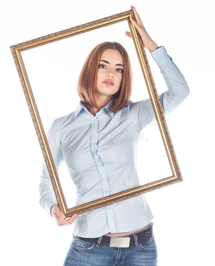 Νέα γυναίκα με το πλαίσιο στο άσπρο υπόβαθρο στοκ φωτογραφία με δικαίωμα ελεύθερης χρήσης