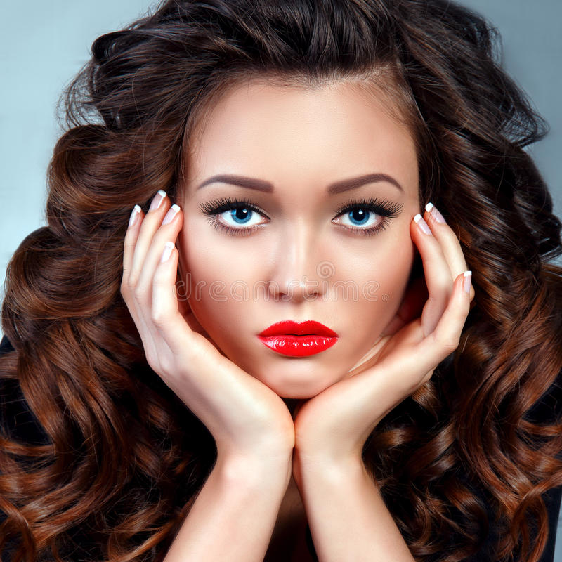 Νέα γυναίκα ομορφιάς Υγειονομική περίθαλψη τέλειο δέρμα στοκ φωτογραφίες