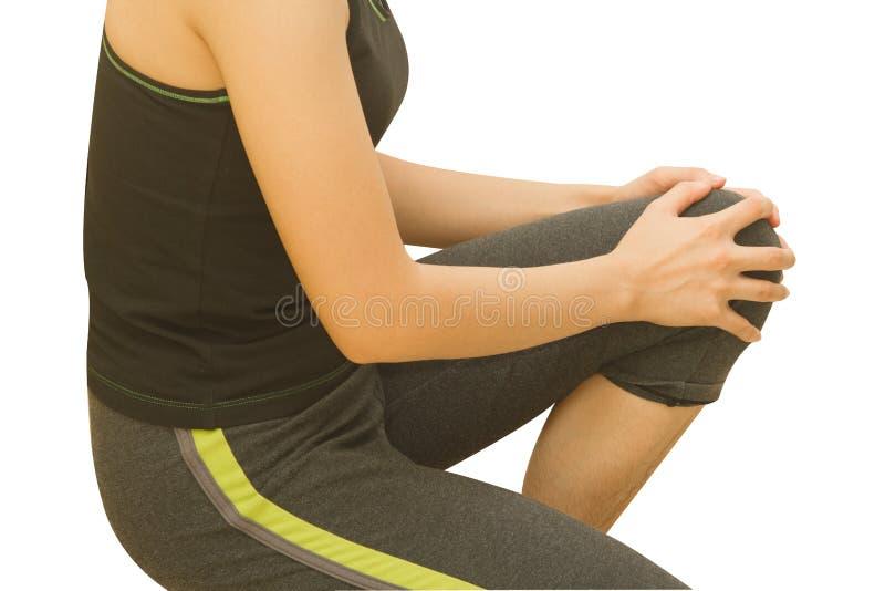 Νέα γυναίκα που έχει τον πόνο στο γόνατό της στοκ φωτογραφίες με δικαίωμα ελεύθερης χρήσης