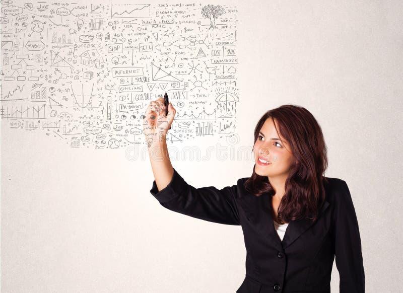 Νέα γυναίκα που σκιαγραφεί και σκέψεις υπολογισμού στοκ εικόνες με δικαίωμα ελεύθερης χρήσης