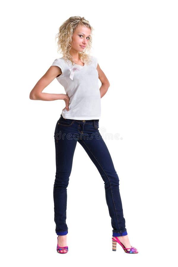Νέα γυναίκα που στέκεται το πλήρες σώμα στην ένδυση τζιν στοκ φωτογραφίες