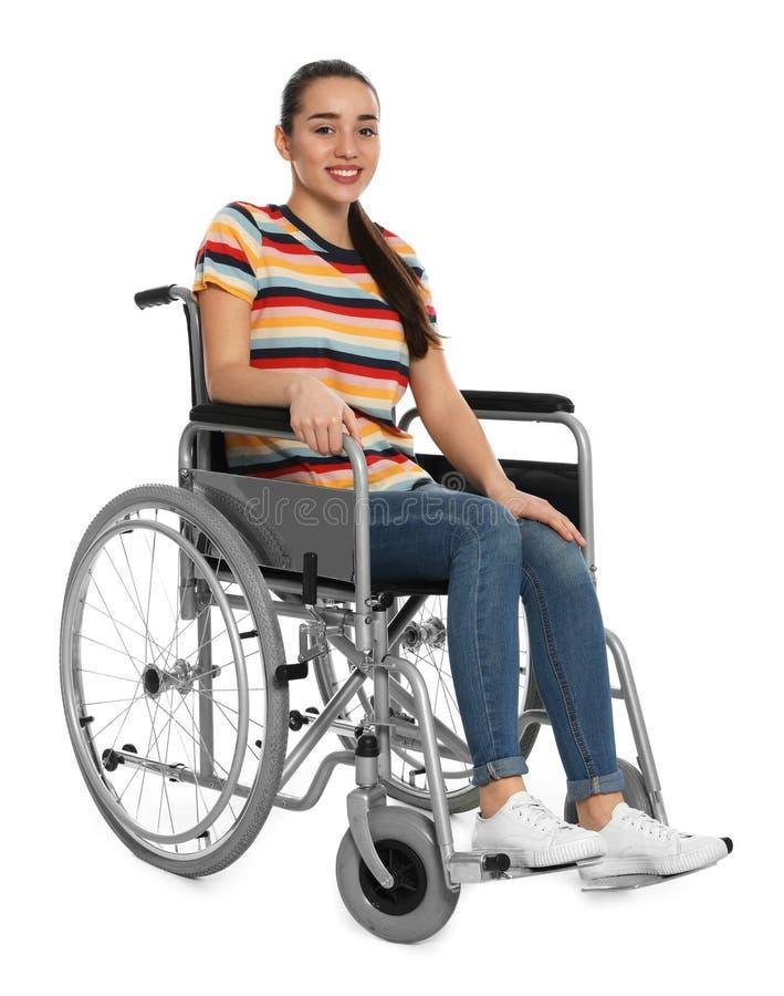 Νέα γυναίκα στην αναπηρική καρέκλα στο λευκό στοκ φωτογραφίες