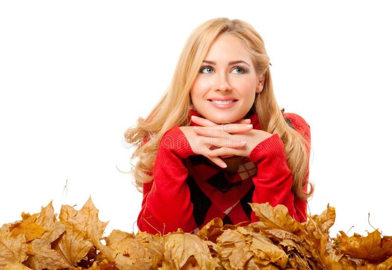 Νέα γυναίκα στο κόκκινο πουλόβερ στοκ φωτογραφίες με δικαίωμα ελεύθερης χρήσης