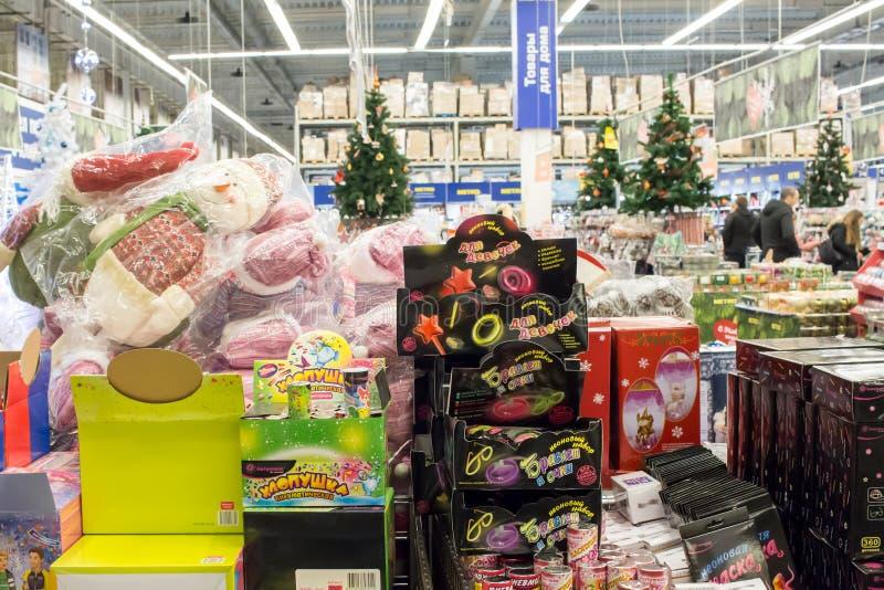 Νέα δώρα έτους και Χριστουγέννων στο κατάστημα, Μόσχα στοκ φωτογραφίες