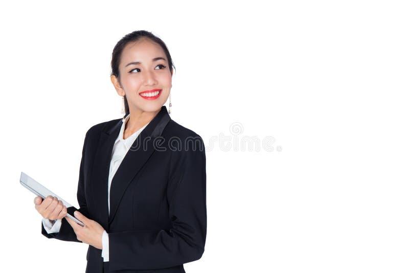 Νέα εκμετάλλευση γυναικών που χρησιμοποιεί τον υπολογιστή ταμπλετών μαξιλαριών αφής, που απομονώνεται στοκ εικόνες με δικαίωμα ελεύθερης χρήσης