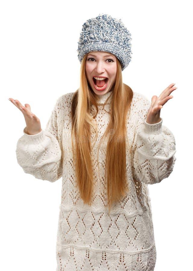 Νέα εκφραστική όμορφη μοντέρνη ξανθή γυναίκα στο άσπρο σχέδιο στοκ φωτογραφία με δικαίωμα ελεύθερης χρήσης