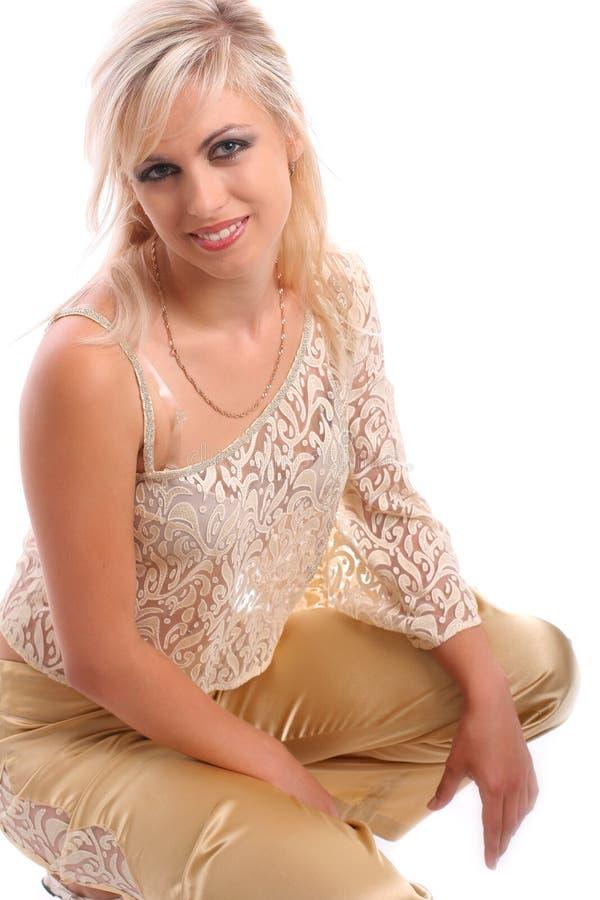 Νέα ελκυστική ξανθή γυναίκα στοκ φωτογραφία με δικαίωμα ελεύθερης χρήσης