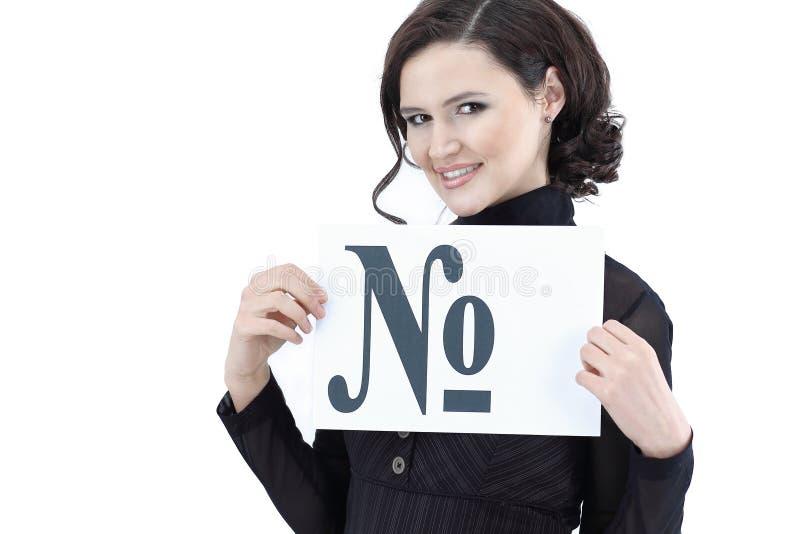 Νέα επιχειρησιακή γυναίκα που κρατά ένα φύλλο με την επιγραφή στοκ φωτογραφία με δικαίωμα ελεύθερης χρήσης