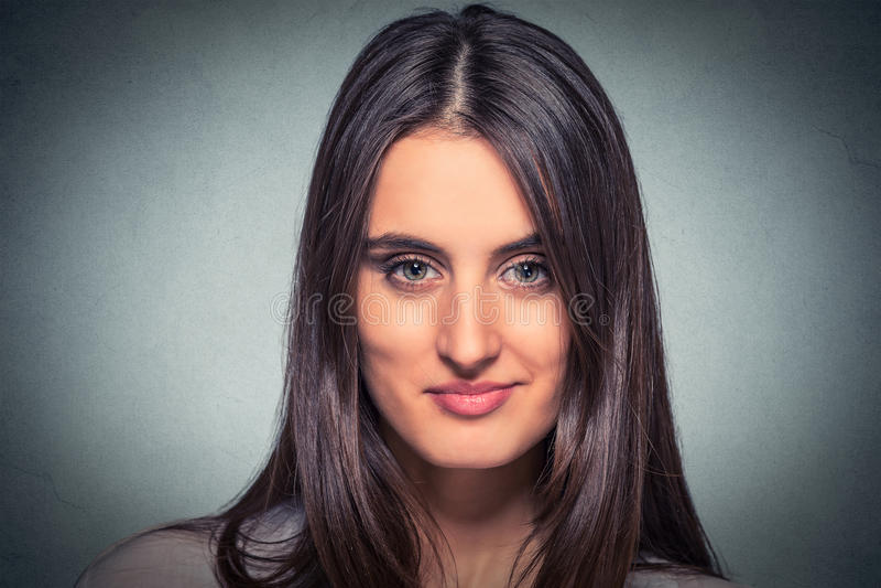 Νέα εύθυμη χαμογελώντας γυναίκα Headshot στοκ φωτογραφίες με δικαίωμα ελεύθερης χρήσης