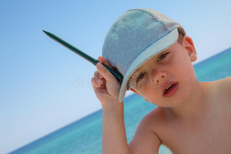 Νέα θάλασσα μανδρών αγοριών στοκ φωτογραφία με δικαίωμα ελεύθερης χρήσης