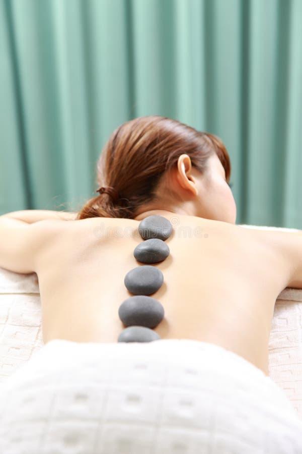 Νέα θεραπεία πετρών γυναικών receves στοκ εικόνα