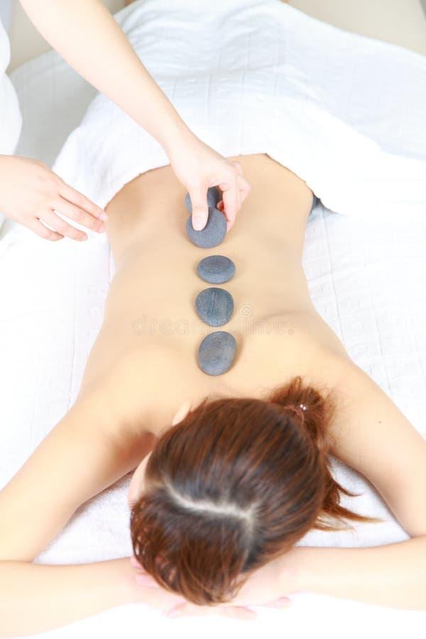 Νέα θεραπεία πετρών γυναικών receves στοκ εικόνα με δικαίωμα ελεύθερης χρήσης