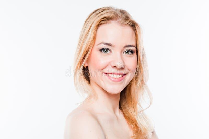 Νέα και όμορφη γυναίκα στοκ φωτογραφία με δικαίωμα ελεύθερης χρήσης