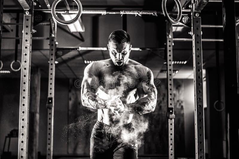 Νέα κατάρτιση άσκησης αθλητών crossfit στοκ φωτογραφία