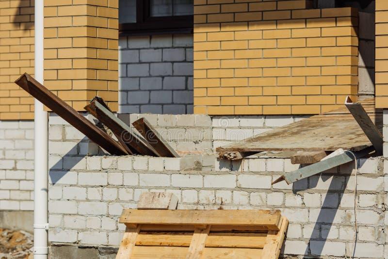 Νέα κατασκευή σπιτιών τούβλου οικοδόμησης στοκ εικόνα