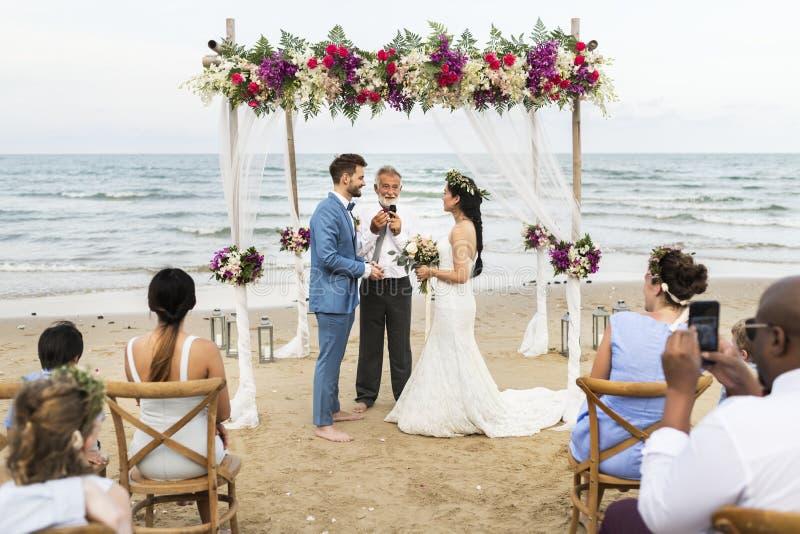 Νέα καυκάσια ημέρα γάμου ζευγών ` s στοκ εικόνα