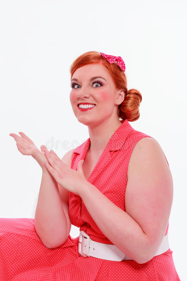 Νέα κοκκινομάλλης γυναίκα με τις voluptuous καμπύλες στοκ εικόνες