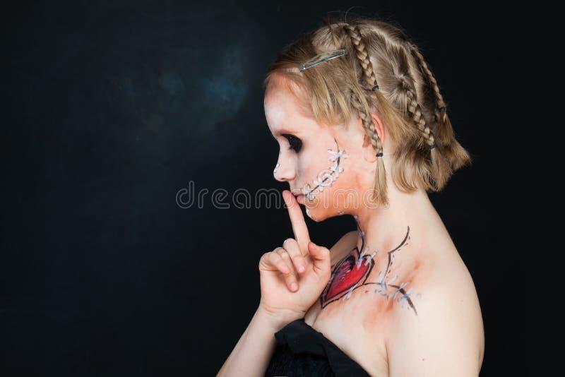 Νέα κορίτσια με την αγάπη Makeup στοκ φωτογραφίες με δικαίωμα ελεύθερης χρήσης