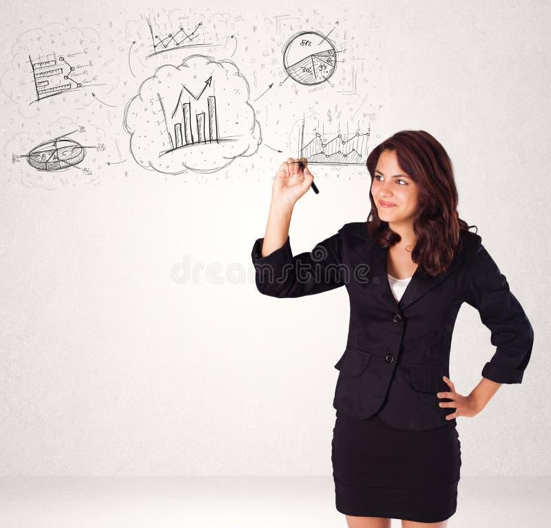 Νέα κυρία που σκιαγραφεί τα οικονομικά εικονίδια και τα σύμβολα διαγραμμάτων στοκ φωτογραφίες