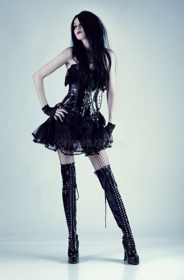 Νέα λεπτή γυναίκα goth στοκ εικόνες