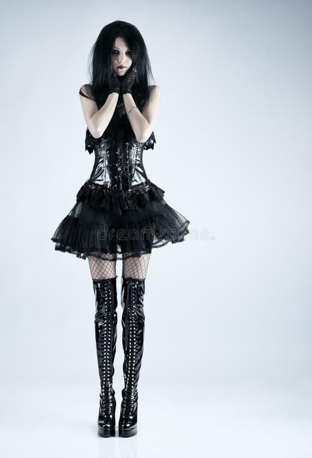 Νέα λεπτή γυναίκα goth στοκ εικόνα