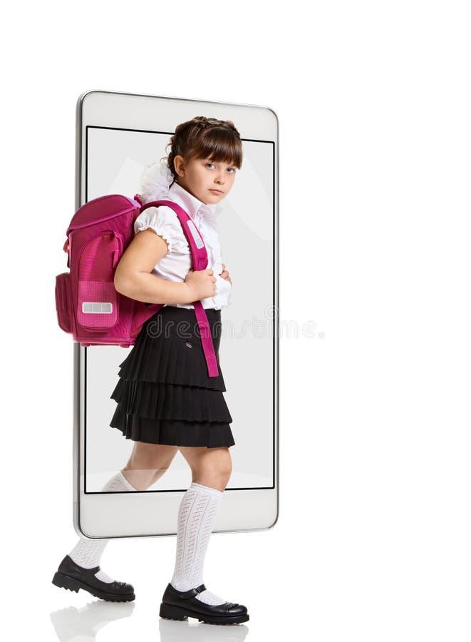 Νέα μαθήτρια με το σακίδιο πλάτης στοκ εικόνες