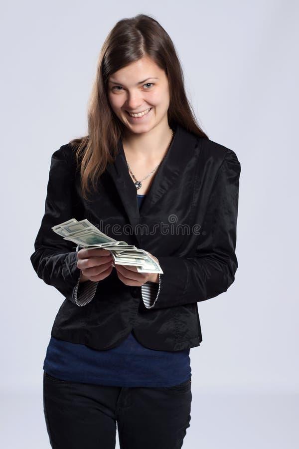Νέα μακρυμάλλη χρήματα εκμετάλλευσης γυναικών στοκ φωτογραφίες με δικαίωμα ελεύθερης χρήσης