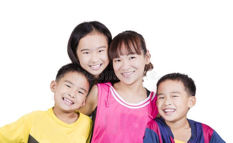 Νέα οικογένεια που χαμογελά από κοινού στοκ εικόνες