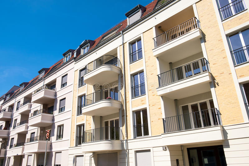 Νέα οικοδόμηση σύνθετη στο Βερολίνο στοκ εικόνες