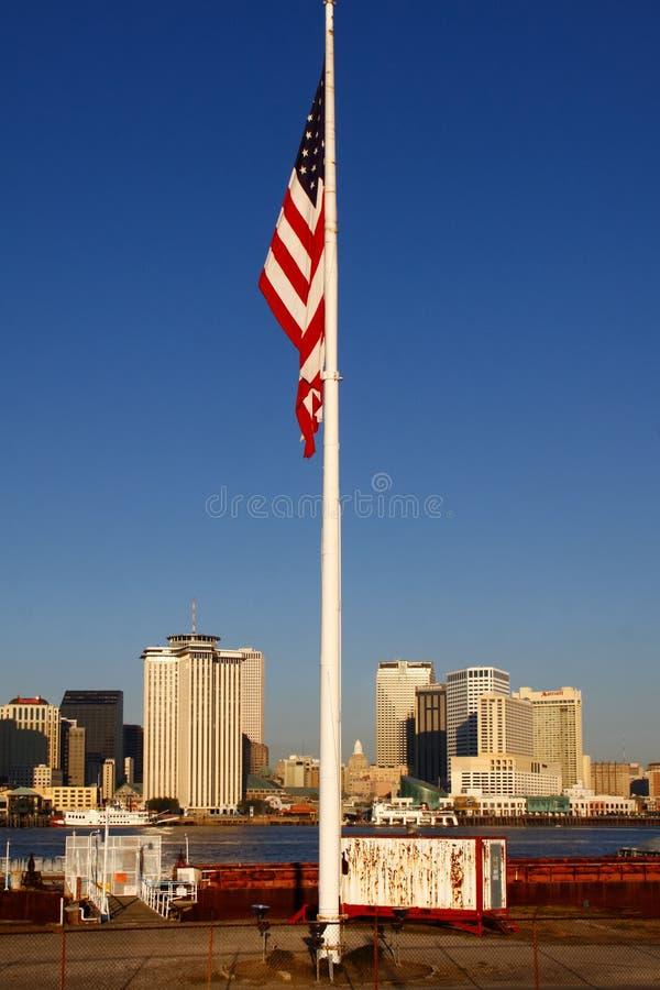 Νέα Ορλεάνη - αμερικανική σημαία οριζόντων πρωινού στοκ εικόνες